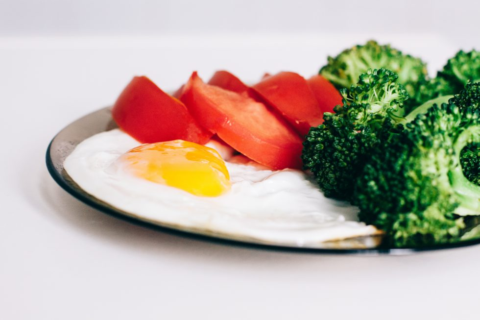 Breakfast of egg, tomato and broccoli
