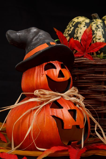 Red Jack-o'-lantern witch decor